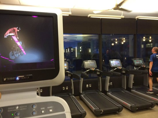 Boston Marriott Copley Place: gym w/ a view