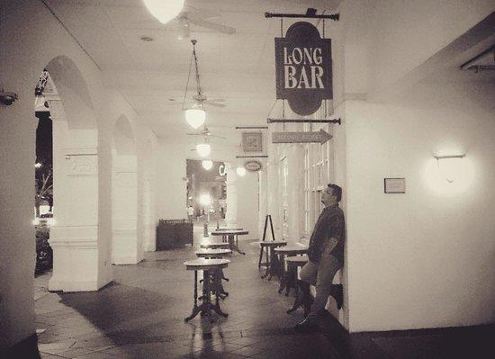 Long Bar: こんな感じでカッコつけました。