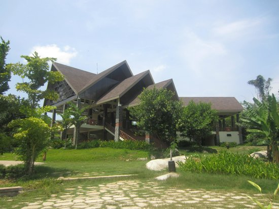 Madagui Forest Resort: Water sports office at the lake