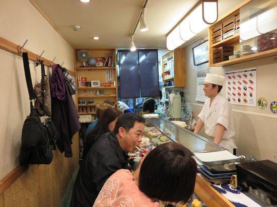 Yamazaki: petite salle en longueur
