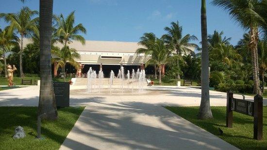 Hotel Barcelo Maya Beach: kukulcan theatre