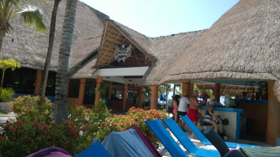 Barcelo Maya Beach : pool bar