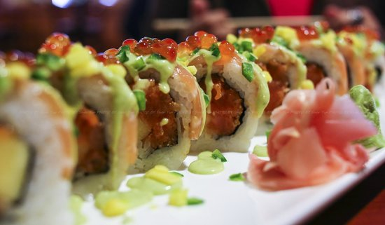 Ogawa Japanese Restaurant : Salmon Twist Roll