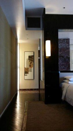 Grand Hyatt Guangzhou : Bathroom Door #2
