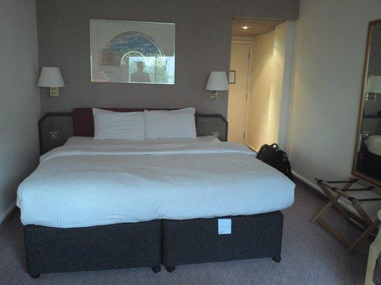 Copthorne Hotel Birmingham: Large bed at the Copthorne