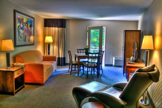 The Woodlands Inn: Executive Suite Streamside Room
