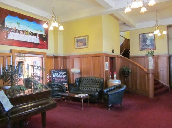 The County Hotel Napier: front lobby