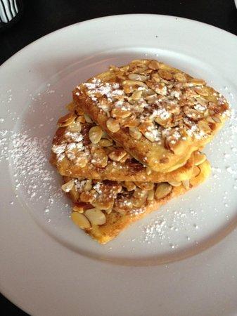 Mia's Cafe: Almond, cinnamon french toast