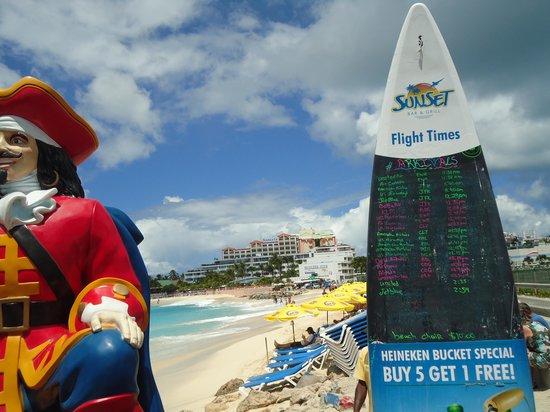 Sunset Beach Bar: Tabela  com horários dos voos ...