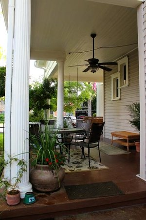 O'Casey's Bed and Breakfast : Front porch