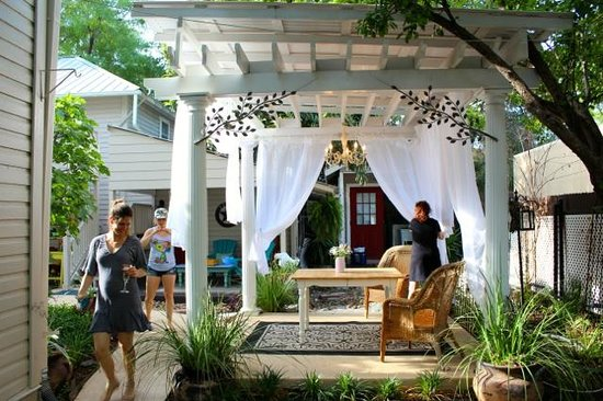 O'Casey's Boutique Inn: Starting to get ready for elopement celebration