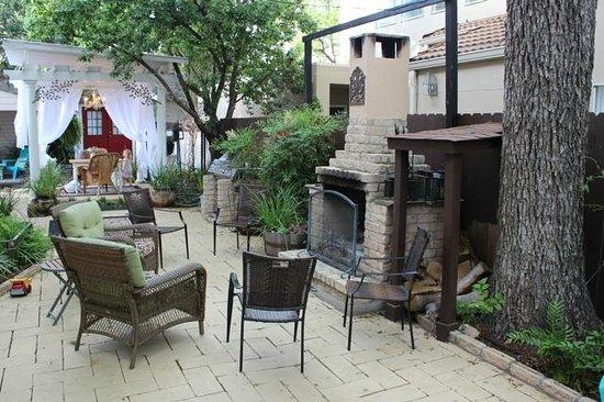 O'Casey's Boutique Inn: patio