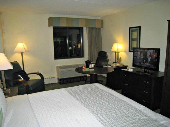 La Quinta Inn & Suites Boston Somerville: Room's aspect.