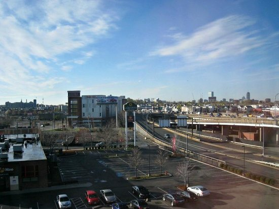La Quinta Inn & Suites Boston Somerville : View of I-93 from 6th floor.