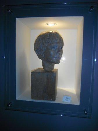 Robert Bateman Centre: sculpture