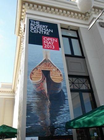Robert Bateman Centre: Exhibit Building