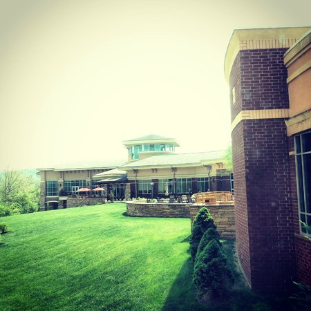 MeadowView Conference Resort & Convention Center: View of the back of the facility