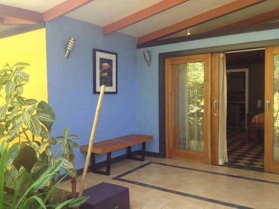 Monte Azul: Front porch of casita