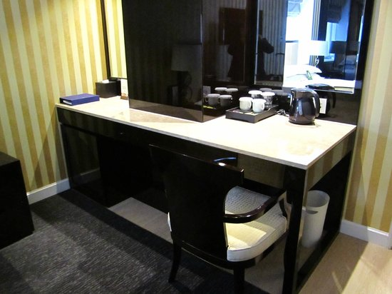 The Grand Hotel Myeongdong: Dressing table at king bed room