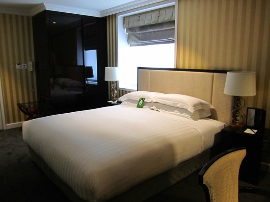 The Grand Hotel Myeongdong: King bed room