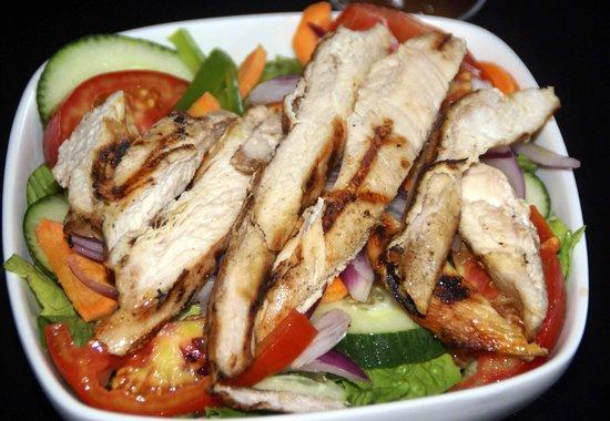 Fuego Bar & Grill: COLOURFUL CHICKEN SALAD