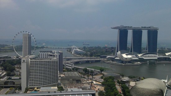 Swissotel The Stamford Singapore : Day view from Room 4070