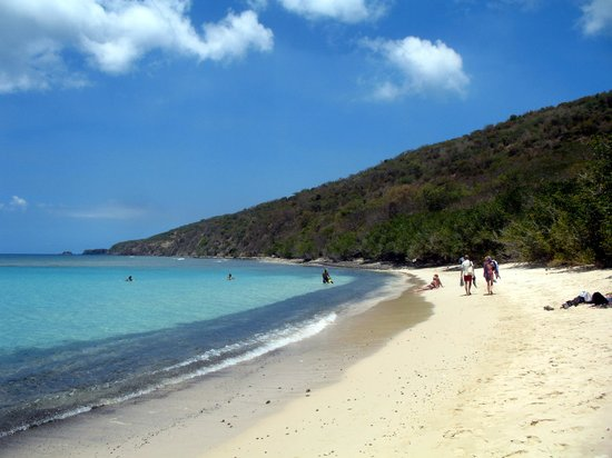 Carlos Rosario Beach: The beach is beautiful, the snorkeling is great