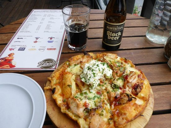 Winnies: Pizza and Beer