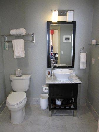 Hotel Shattuck Plaza: Clean and bright bath
