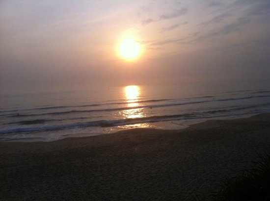 Lang Co Beach Resort: Sun rise in Langco beach