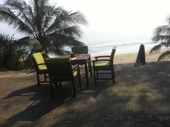 Lang Co Beach Resort: Having breakfast in fresh air at Langco Beach Resort