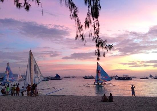 357 Boracay: the sun sets at around 6.15pm
