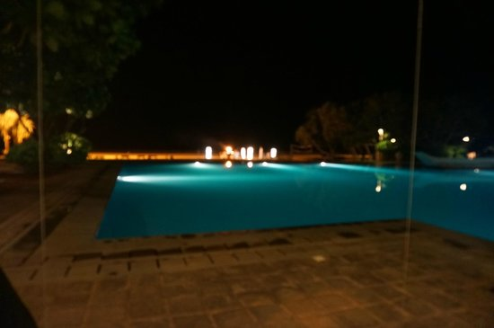 Heritance Ahungalla: private dining on beach
