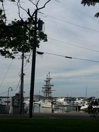 The Getaway Inn at Cooper's Woods: Tall ship