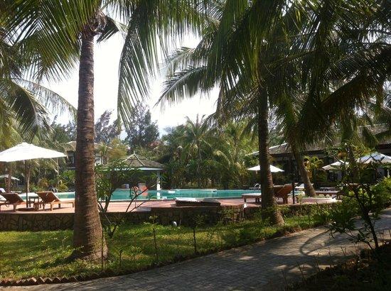 Lang Co Beach Resort: Swiming pool at Langco Beach Resort
