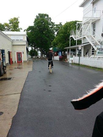 The Getaway Inn at Cooper's Woods: Street walk from inn