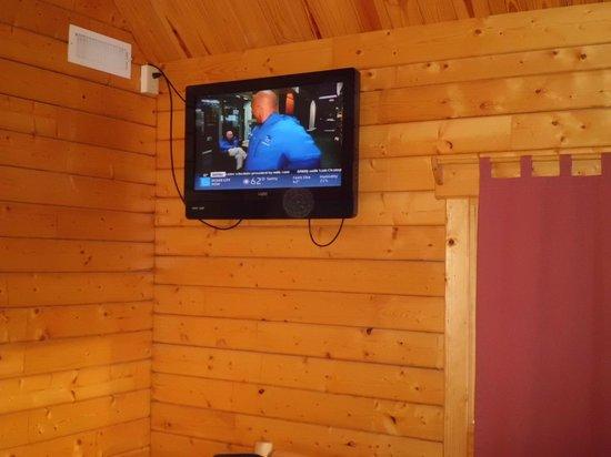 Frontier Town: Flat screen TV in deluxe cabin