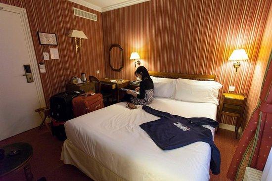 Best Western Ducs De Bourgogne: Tiny Room
