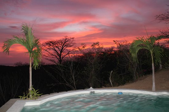 Casa Swell & Casitas: Sunset poolside
