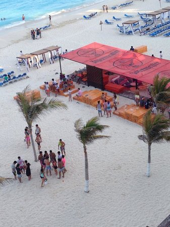 Gran Caribe Resort: One of the booze tents before it filled up for the day with drunks
