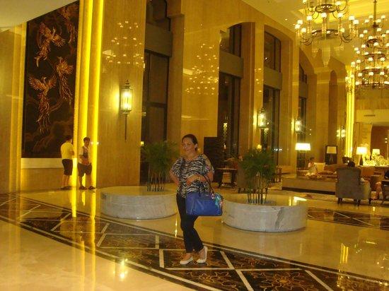 Hotel Tentrem Yogyakarta: lobby area