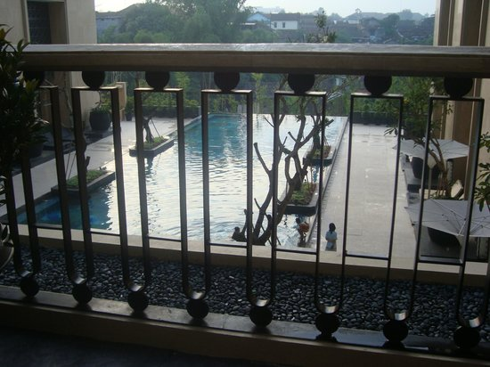 Hotel Tentrem Yogyakarta: view of the pool from our room