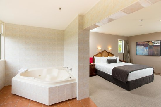 Rydges Rotorua : Deluxe Room with Spa Bath