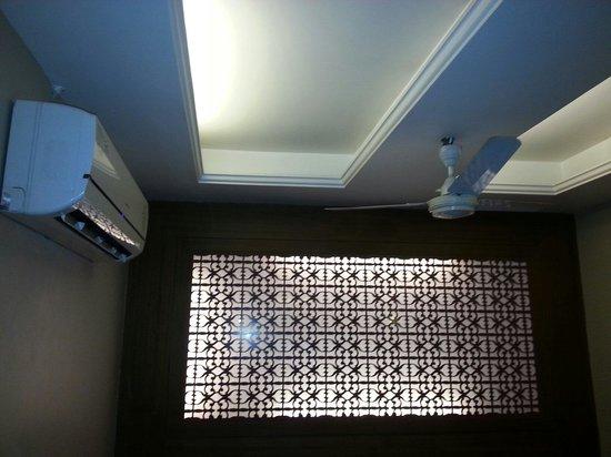 Hotel Ajanta : Room interior, no windows but with a good ventilation