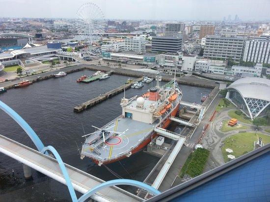 Nagoya Port Building: 展望台から見たふじ