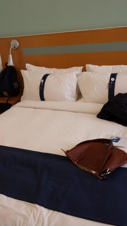 Holiday Inn Express Hong Kong Causeway Bay: Queen Bed
