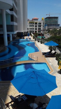 Le Meridien Kota Kinabalu: Swimming Pool