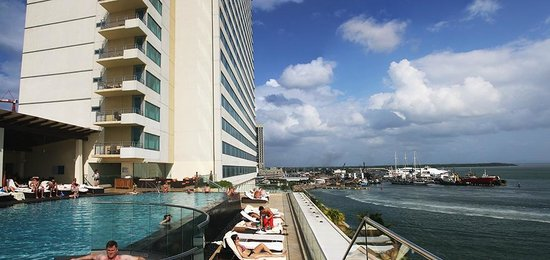 Hyatt Regency Trinidad: swimming pool and waterfront