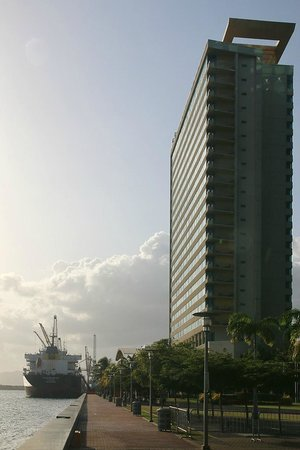 Hyatt Regency Trinidad: waterfront walk