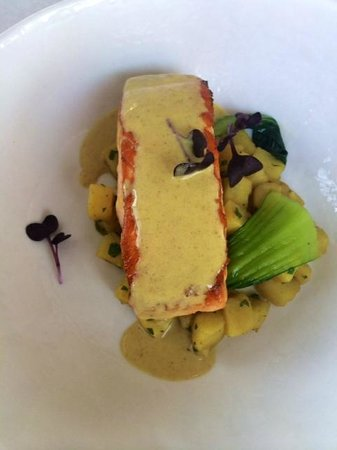 Le Classique: Salmon with curry sauce / Lunch